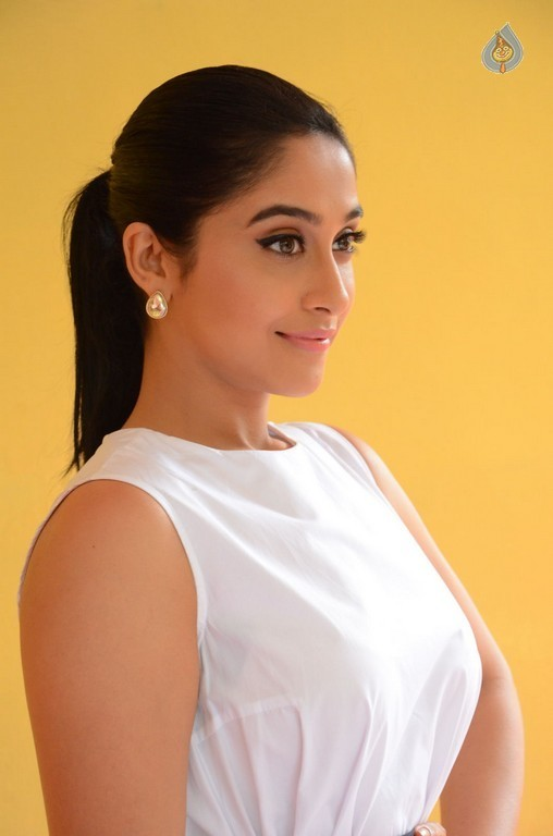 Regina Cassandra New Stills - 12 / 41 photos