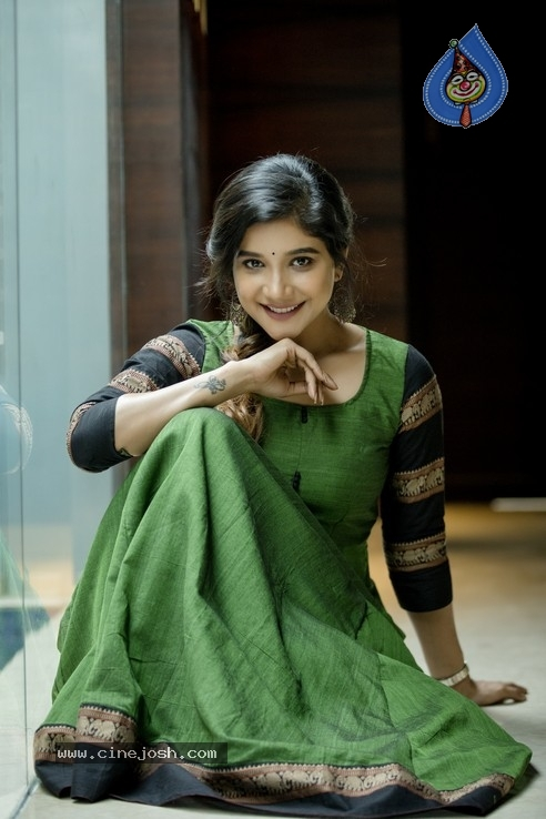 Sakshi Agarwal Stills - 1 / 8 photos