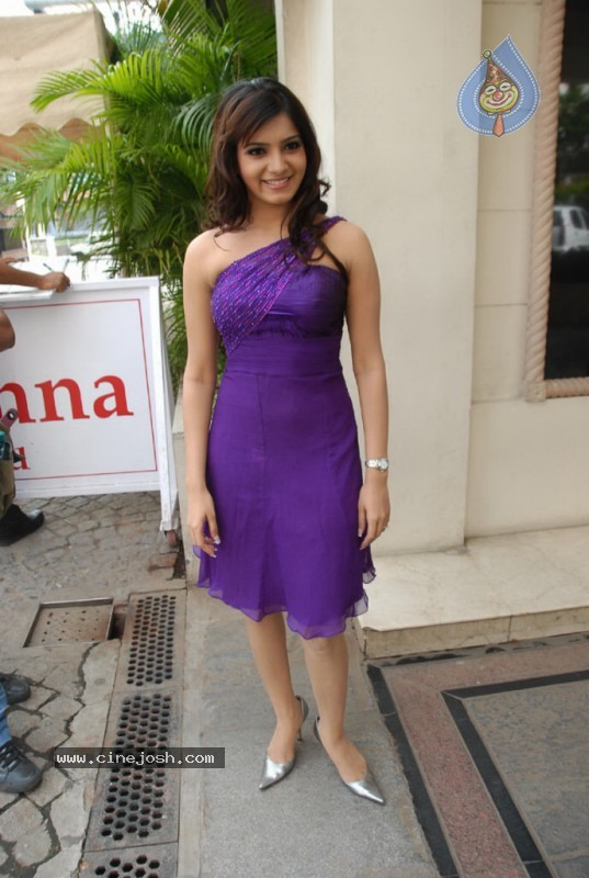 Samantha New Gallery - 3 / 47 photos