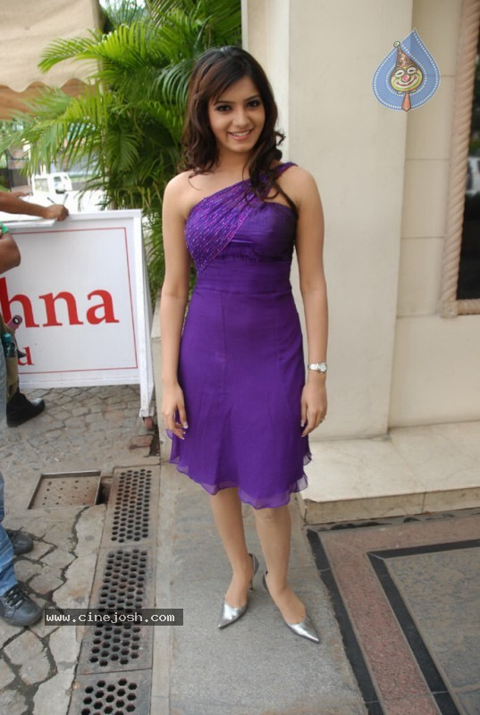 Samantha New Gallery - 8 / 47 photos