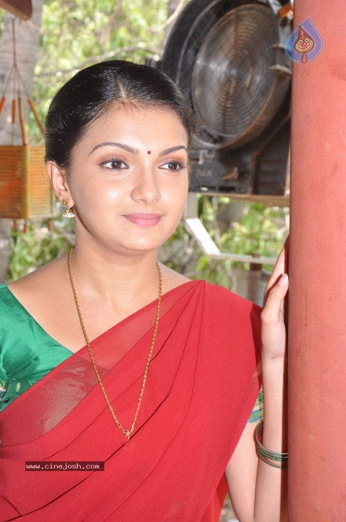 Saranya Mohan Latest Stills - 18 / 20 photos