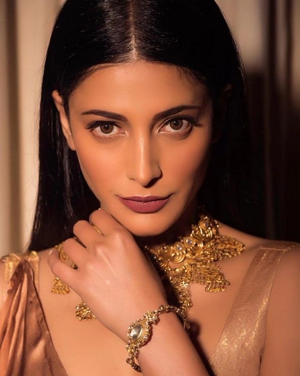 Shruti Haasan Stills - 16 / 16 photos