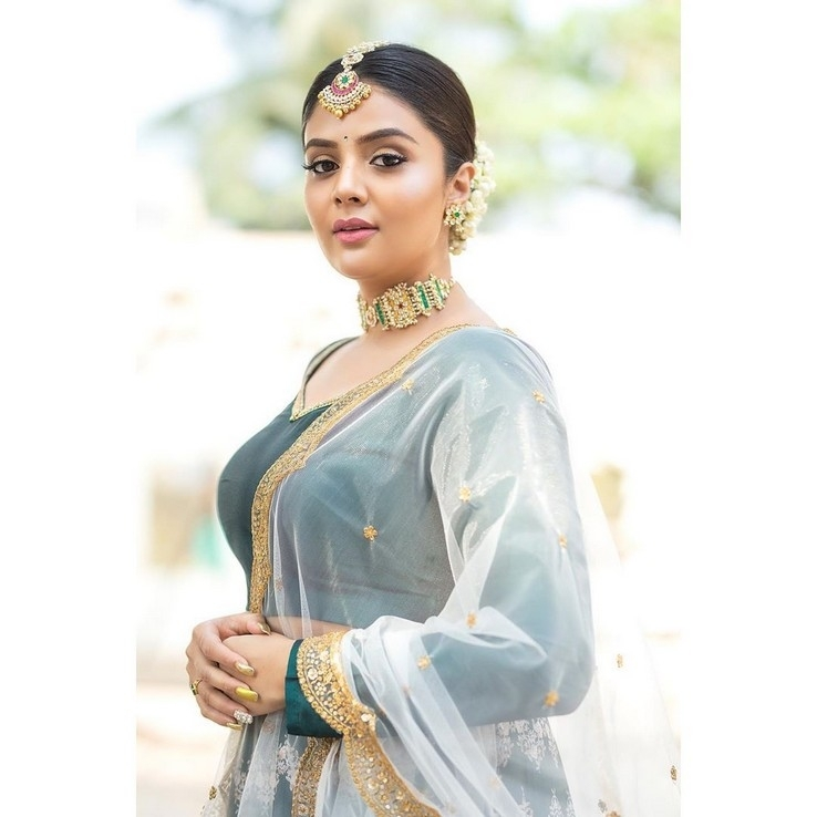 Sreemukhi Photos - 2 / 5 photos
