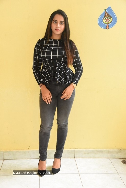 Swathi Deekshith Stills - 9 / 40 photos