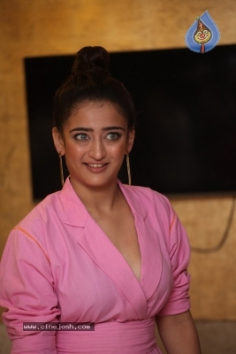 Akshara Haasan Gallery - 13 of 18