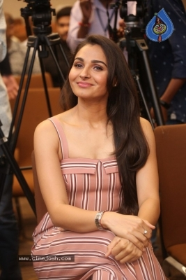 Andrea Jeremiah Photos - 14 of 20