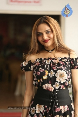 Madhoo New Photos - 3 of 14