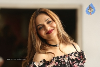 Madhoo New Photos - 7 of 14