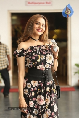 Madhoo New Photos - 8 of 14