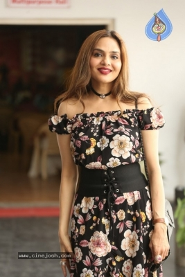 Madhoo New Photos - 12 of 14