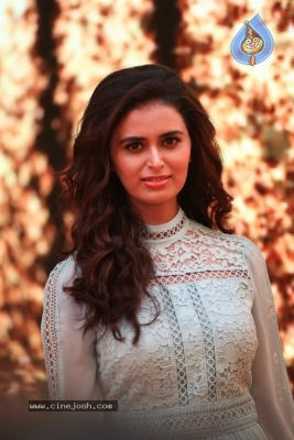 Meenakshi Dixit Photos - 13 of 28
