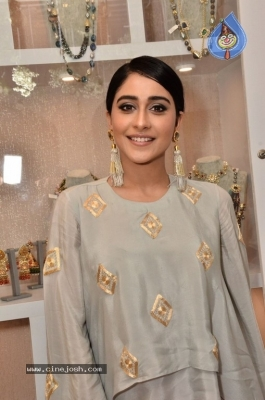 Regina Cassandra Gallery - 13 of 63