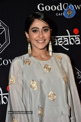Regina Cassandra Gallery - 14 of 63