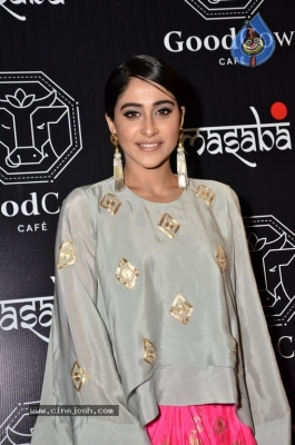 Regina Cassandra Gallery - 17 of 63