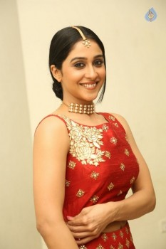 Regina Cassandra Photos - 10 of 41