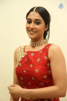 Regina Cassandra Photos - 12 of 41