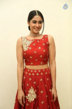 Regina Cassandra Photos - 13 of 41