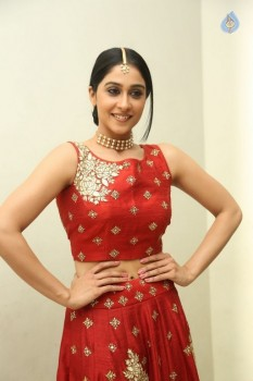 Regina Cassandra Photos - 21 of 41