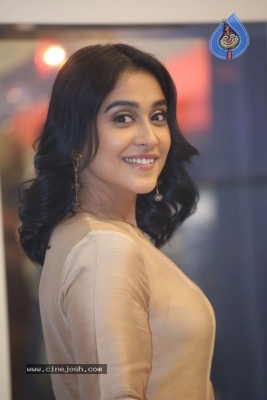 Regina Cassandra Photos - 1 of 21