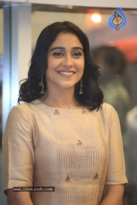 Regina Cassandra Photos - 6 of 21