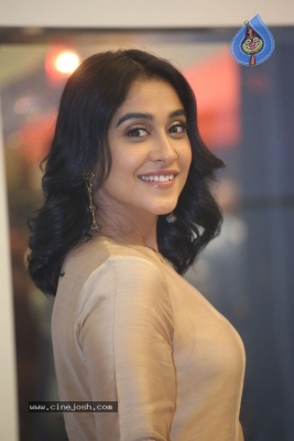 Regina Cassandra Photos - 17 of 21