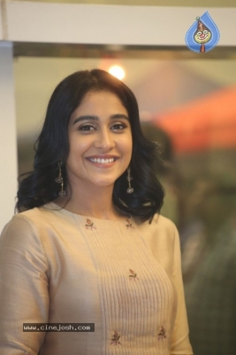 Regina Cassandra Photos - 19 of 21