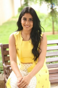 Regina Cassandra Photos - 5 of 61