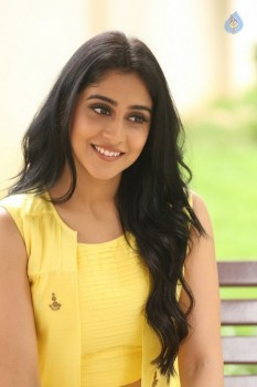 Regina Cassandra Photos - 16 of 61