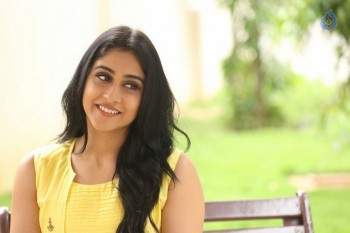 Regina Cassandra Photos - 33 of 61