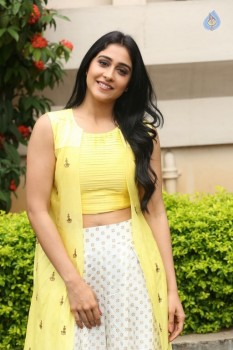Regina Cassandra Photos - 34 of 61