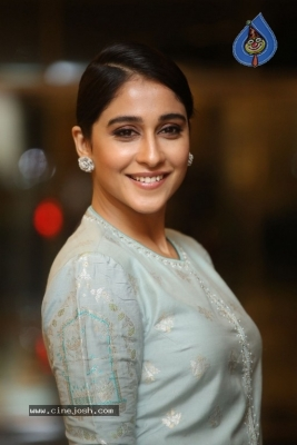 Regina Cassandra Photos - 1 of 17