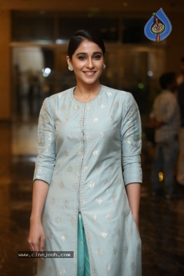 Regina Cassandra Photos - 2 of 17