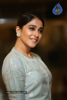 Regina Cassandra Photos - 3 of 17