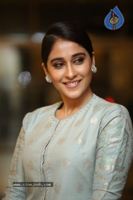 Regina Cassandra Photos - 4 of 17