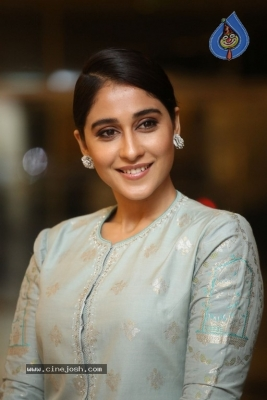 Regina Cassandra Photos - 6 of 17
