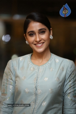 Regina Cassandra Photos - 8 of 17