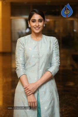 Regina Cassandra Photos - 9 of 17