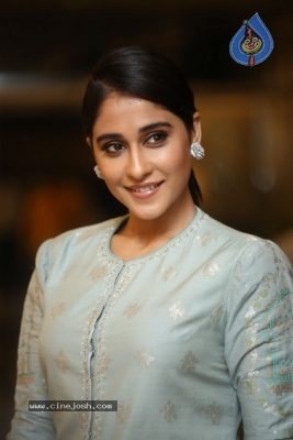 Regina Cassandra Photos - 10 of 17
