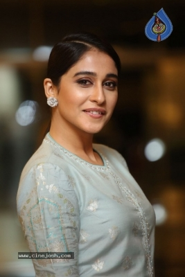 Regina Cassandra Photos - 13 of 17