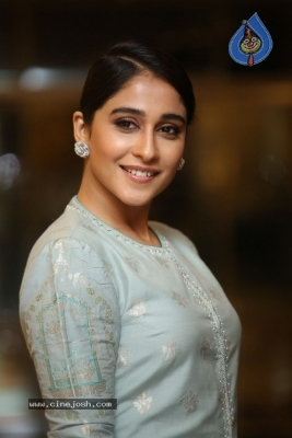Regina Cassandra Photos - 14 of 17