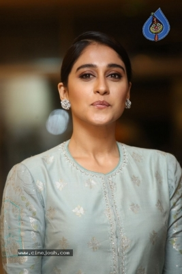 Regina Cassandra Photos - 15 of 17