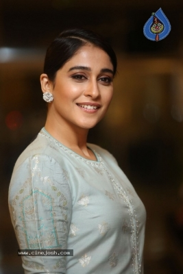 Regina Cassandra Photos - 16 of 17
