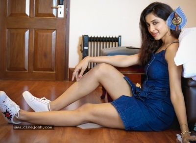 Riya Suman New Spicy Pics - 7 of 7