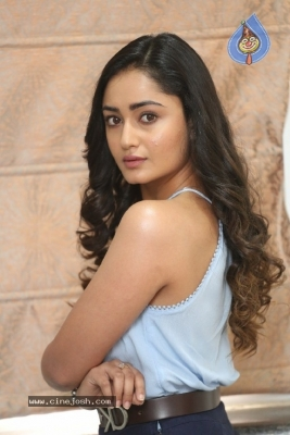 Tridha Choudhury Photos - 15 of 21