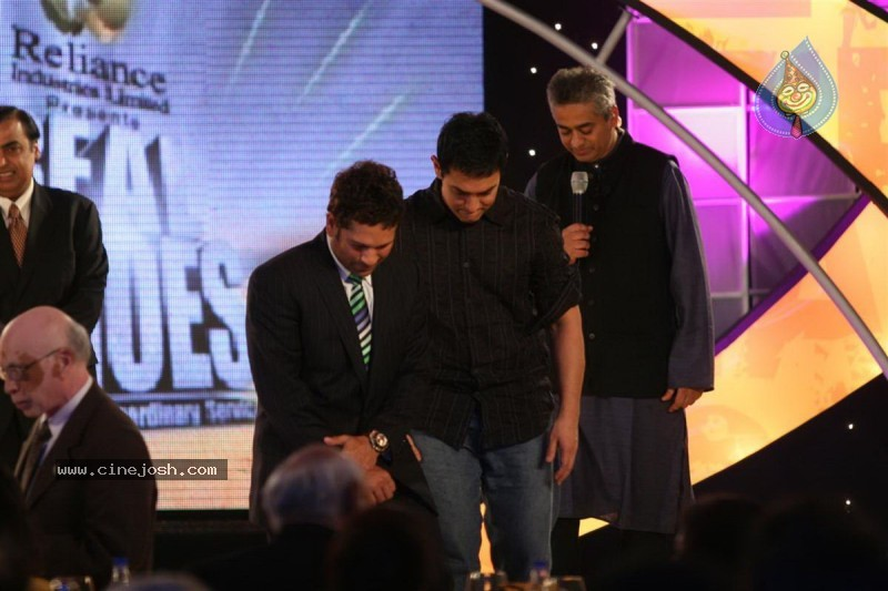 Aamir Khan, Sachin at Real Heroes Awards - 5 / 42 photos