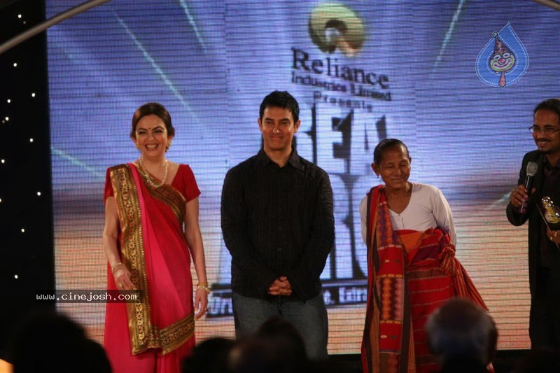 Aamir Khan, Sachin at Real Heroes Awards - 8 / 42 photos