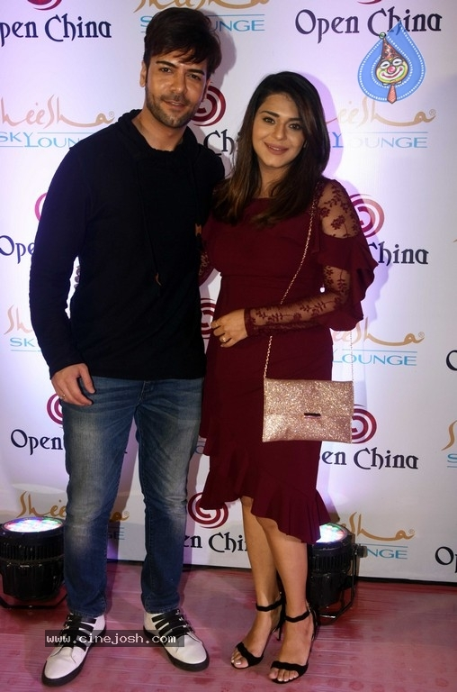 Ajay Devgn At The Launch Of Open China And Sheesha Sky Lounge - 5 / 21 photos