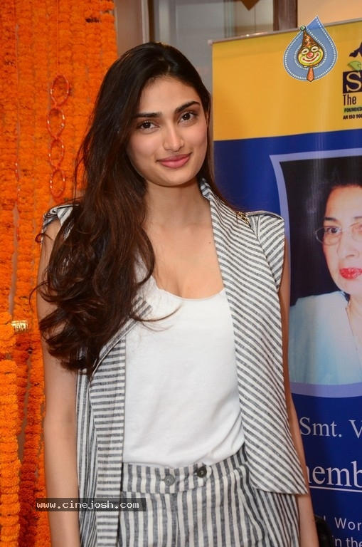 Athiya Shetty Pictures - 2 / 9 photos