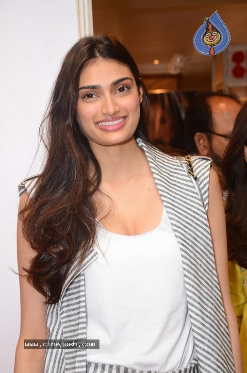 Athiya Shetty Pictures - 7 / 9 photos