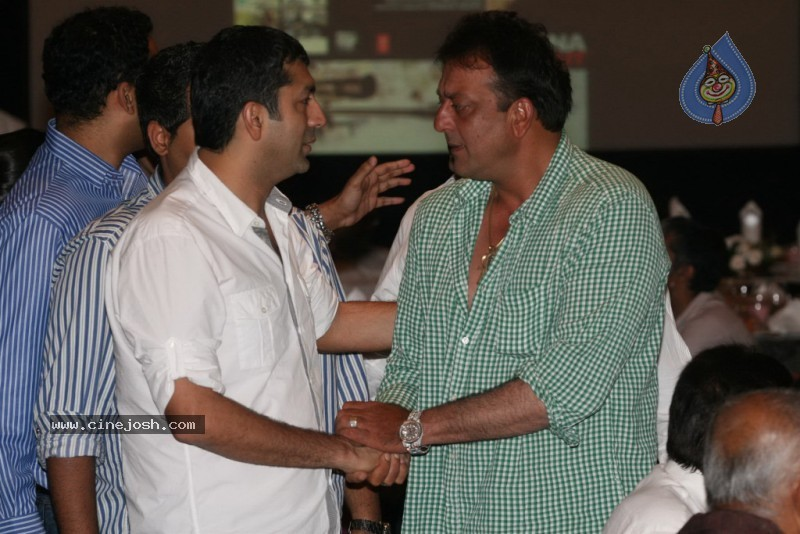 Bolly Celebs at Sanjay Dutt's Iftar Party - 8 / 78 photos
